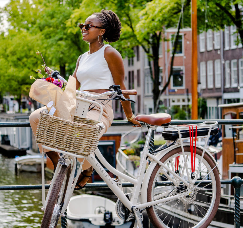 Woman with a cream LEKKER Jordaan+ eBike by the Amsterdam canals